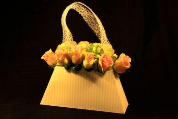 sac main en carton pour art floral et pour un bouquet de mari e. Black Bedroom Furniture Sets. Home Design Ideas